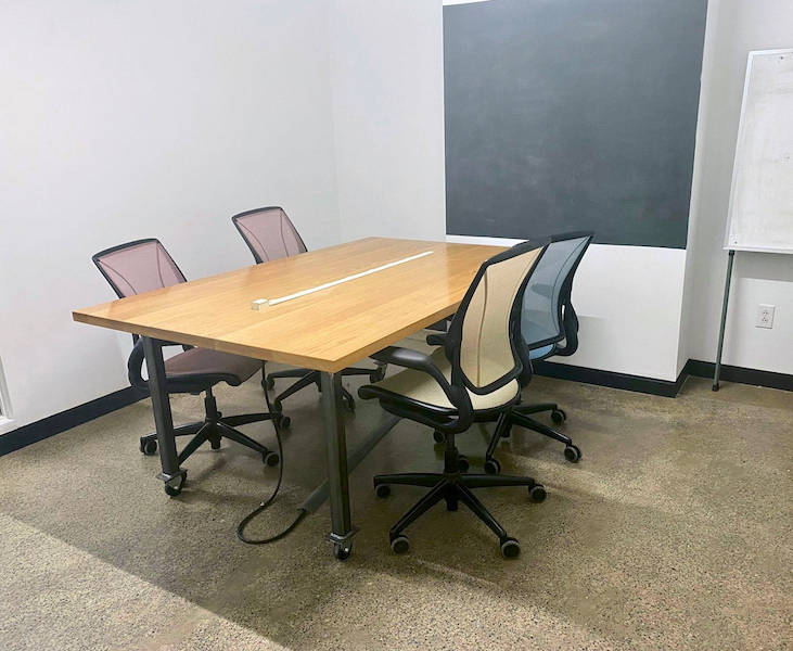 4-Person Group Work Office
