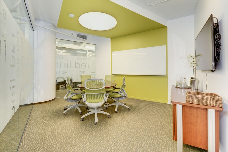 Red Line Meeting Room