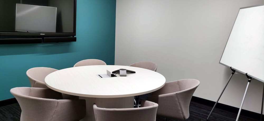 Roundtable Meeting Room by Thompson Center (CTA)
