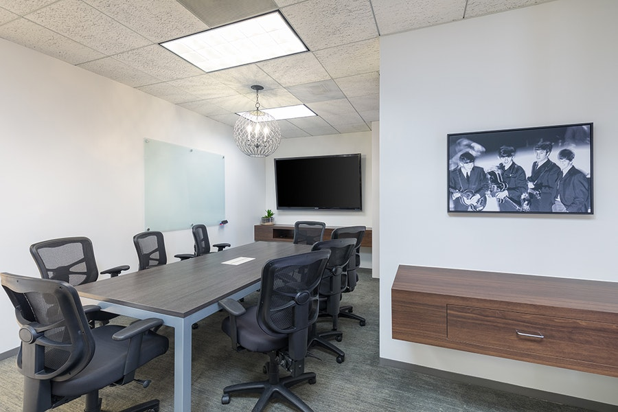 Premier Workspaces - 23 Corporate Plaza